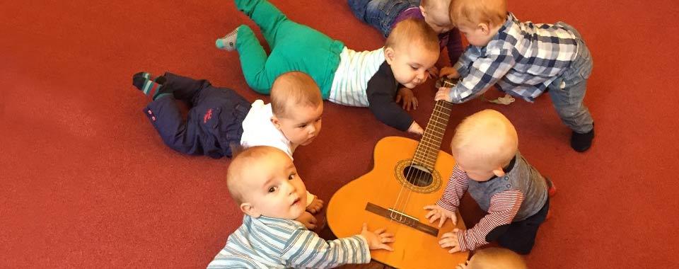 Baby-Gruppen-Slide